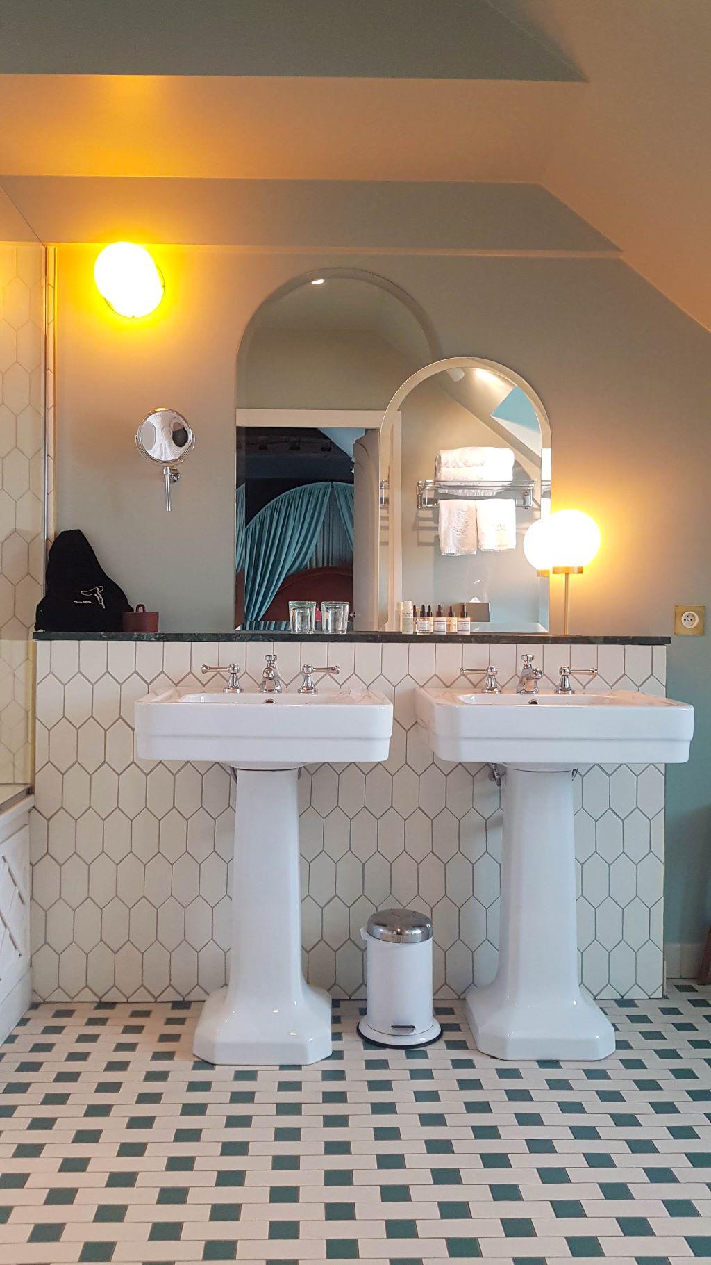 Salle de bain hôtel parisien